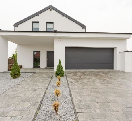 A beautiful driveway in a dainty house | Concreters Toowoomba